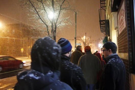 大雪中排隊等吃拉麵的人潮