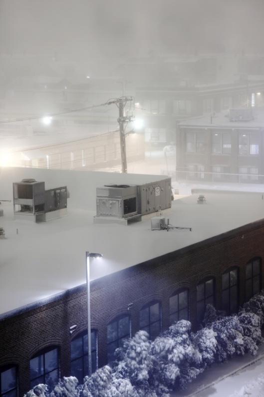 風雪中能見度極低