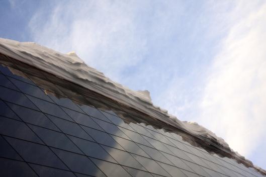 體育館屋頂上的雪簷