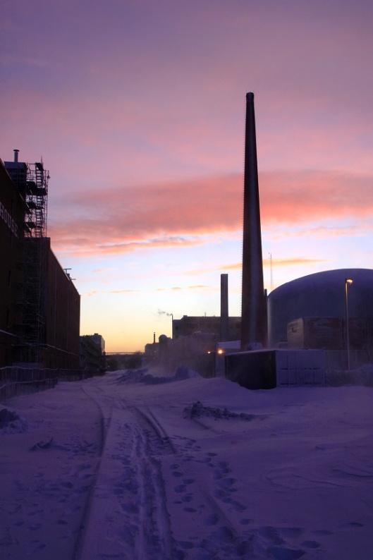 夕陽中的鐵路與MIT核子反應爐