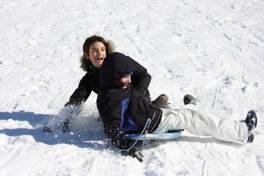 雪橇雪板撞成一團