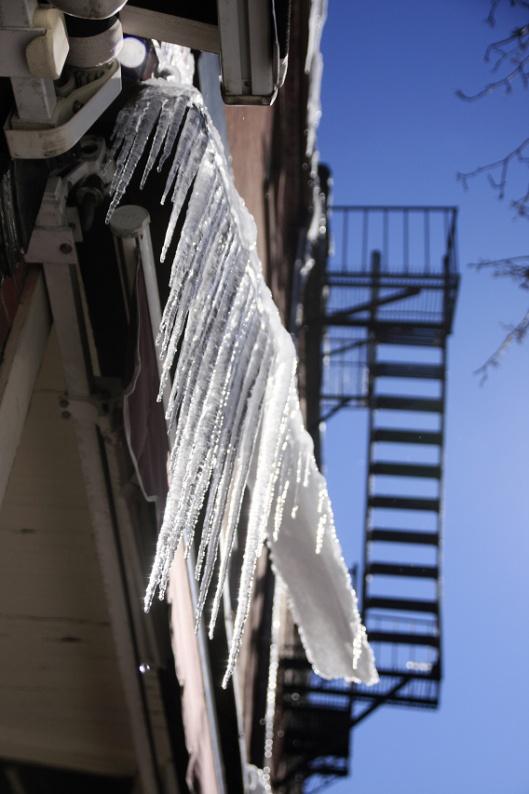融雪形成的冰柱