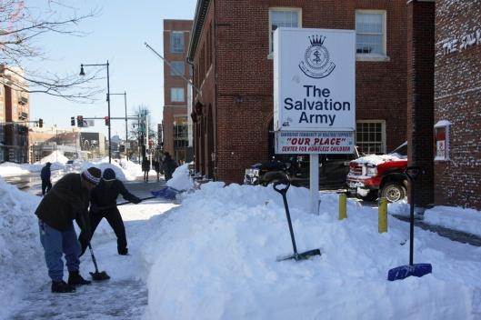 無數默默掃雪讓城市恢復正常運作的人們