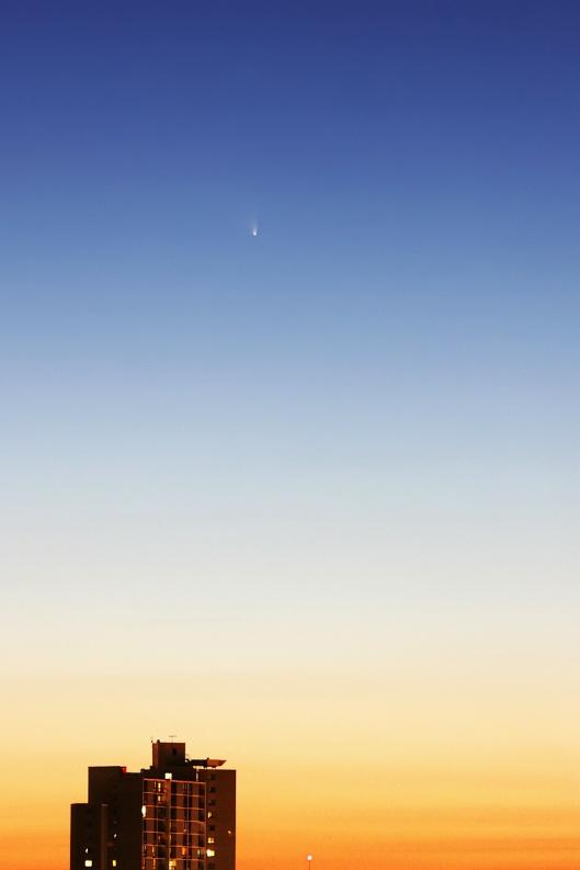 暮色中的C/2011 L4泛星彗星