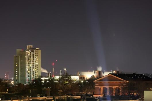 即將西沉的C/2011 L4彗星