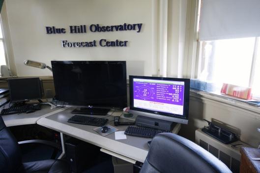 氣象用電腦的大螢幕
