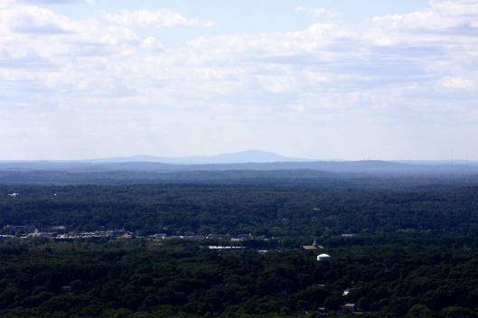 藍山氣象台遠眺沃楚西特山
