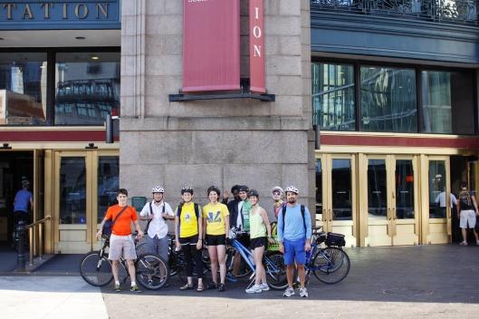 波士頓南站前團體照(有人亂入...)