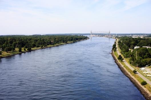 橋上鳥瞰鱈魚角運河