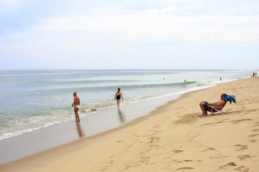 少少幾人的沙灘,也別有風情