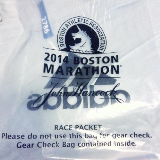 廢物利用的寄物袋。可以拿來跟人唬爛我跑過波士頓馬拉松但沒跑完?XD