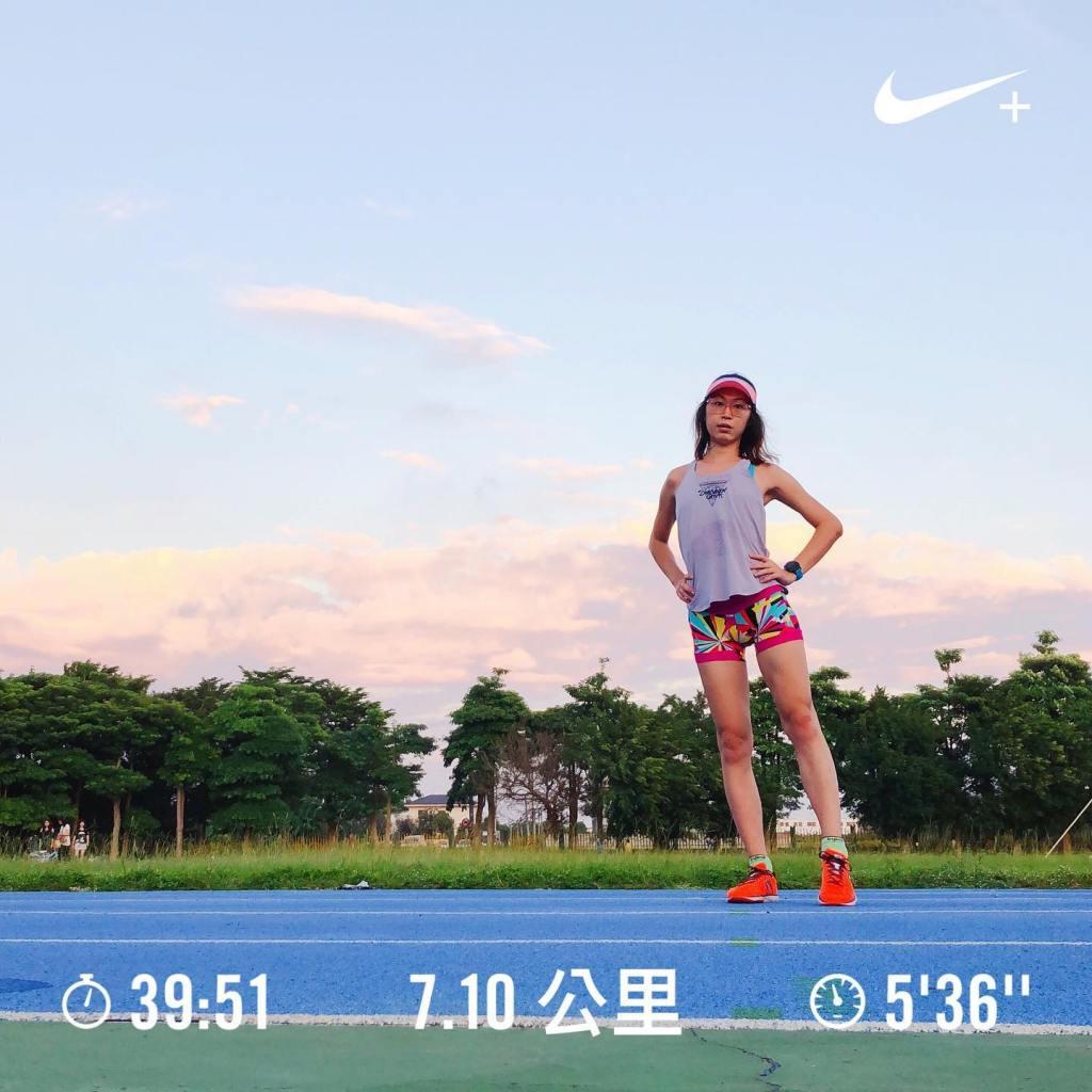 四箴國中的藍色跑道。好像跑完這次間歇之後就決定暫時不跑間歇?